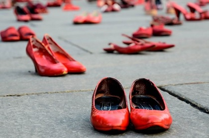 Napoli: Flash mob dei Verdi contro la violenza sulle donne