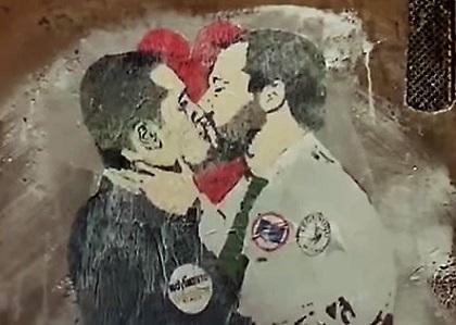 Il bacio tra Di Maio e Salvini