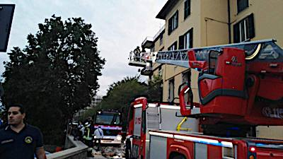 Fuga di gas nella palazzina L'esplosione: tre feriti