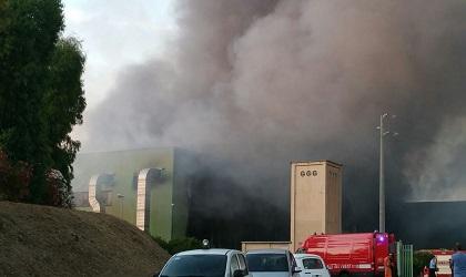 Albano, a fuoco la discarica di via Roncigliano si alza nube tossica