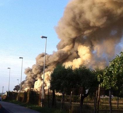 Incendio discarica, bonifica in corso: dentro tonnellate di rifiuti bruciati
