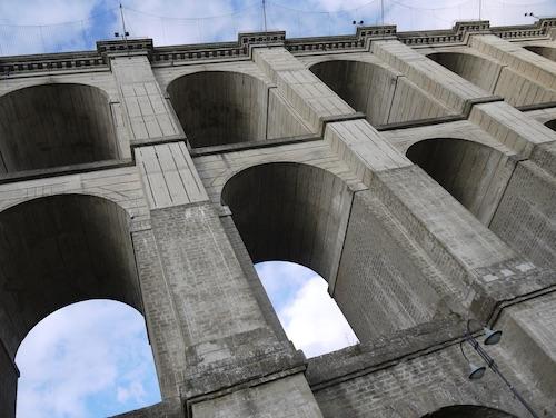 Si butta dal ponte di Ariccia ma sopravvive, ricoverato 22 enne