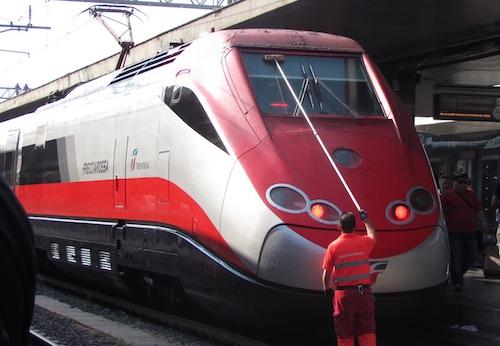 Suicida sulla Roma-Napoli: ritardi per i treni fino a 60 minuti