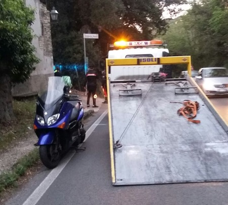 Incidente a Grottaferrata: scontro scooter-suv, morto 55enne