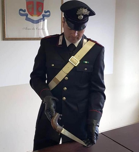 coltello carabinieri artena ilmamilio