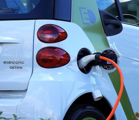 auto elettrica ricarica ilmamilio