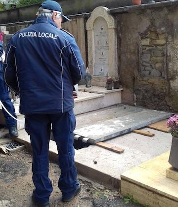 e5655a76a125 OLEVANO ROMANO (cronaca) - Operazione della polizia locale  le sepolture  non avevano le carte in regola per essere realizzate