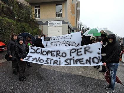 Rocca di papa lo sciopero alla casa di riposo 39 madonna for Domus arredamenti olevano romano