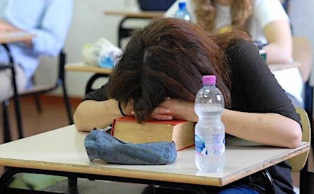 studente dorme ilmamilio